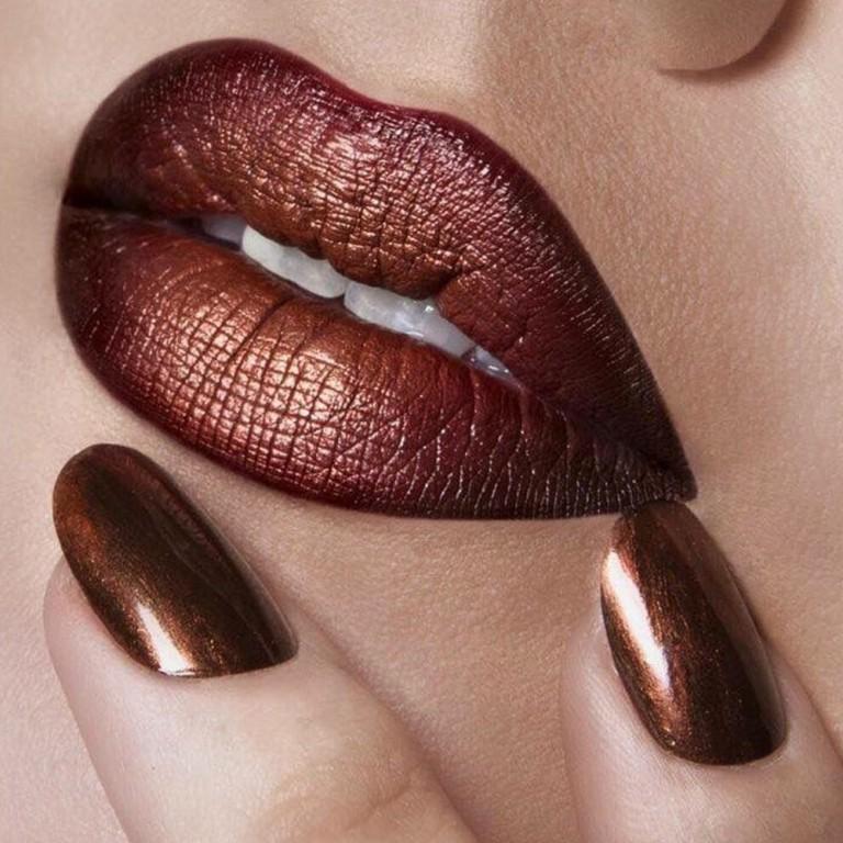 Sonbahar makyajında dudaklarda metalik etkisi!
